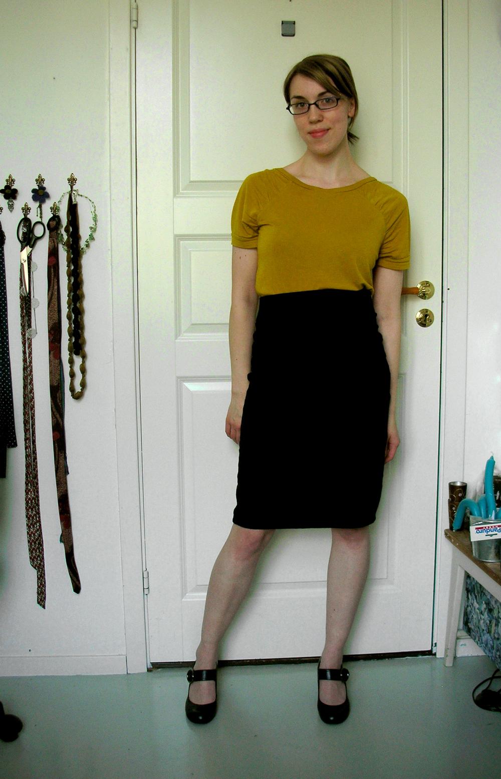 black pencilskirt