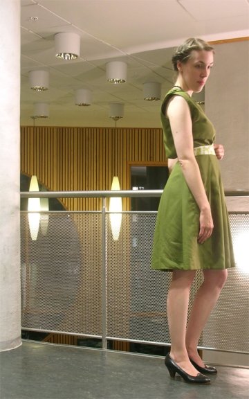 green_dress_side2
